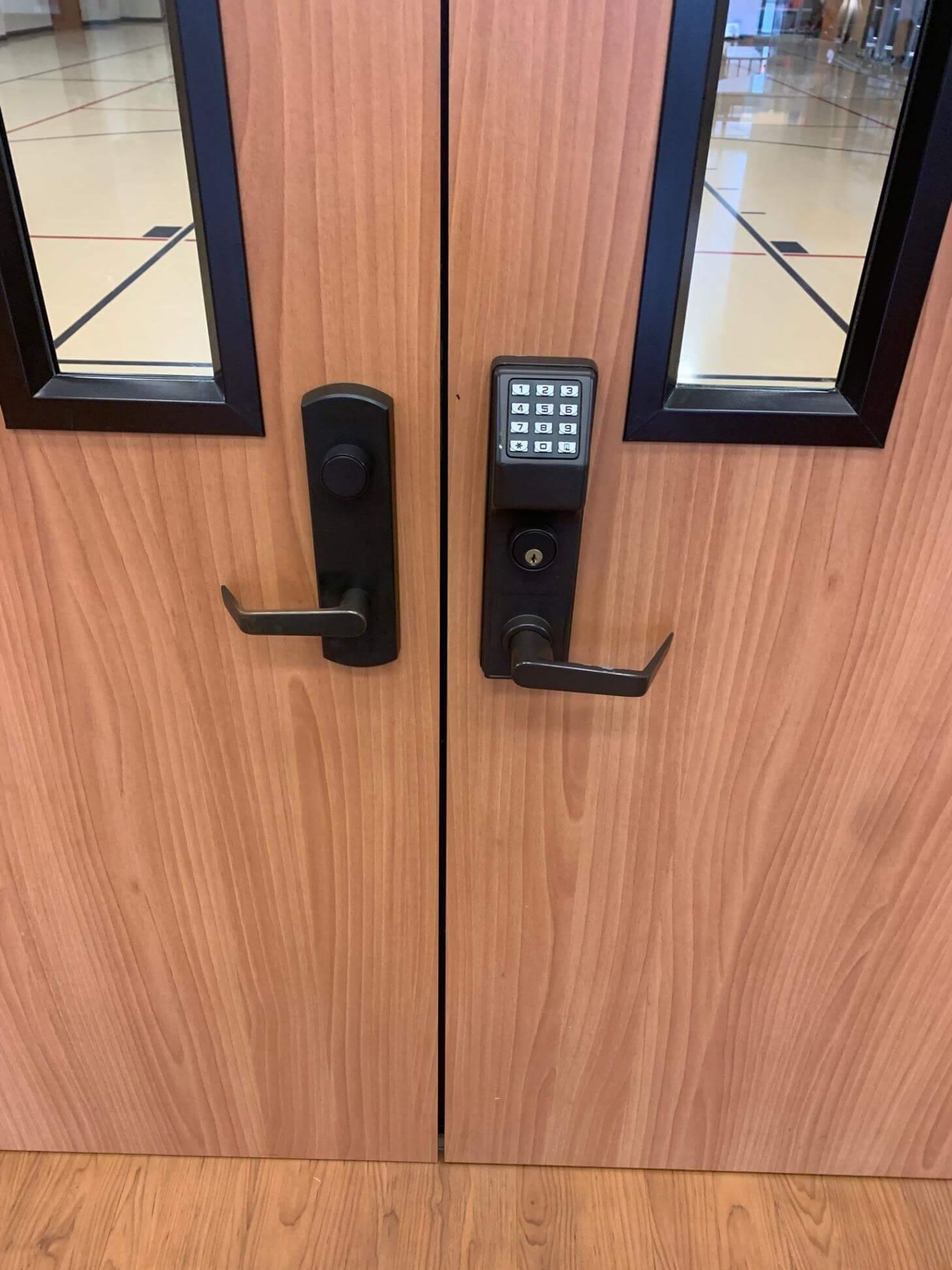 commercial door lock locksmith spring